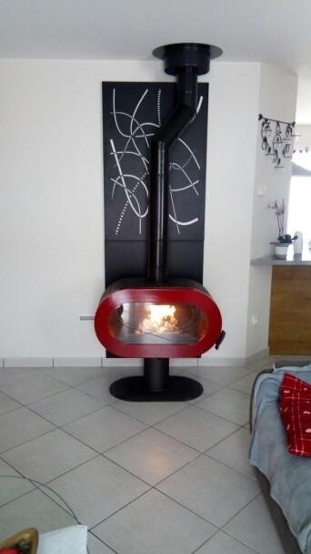 Печь-камин FIFTY Invicta красная эмаль